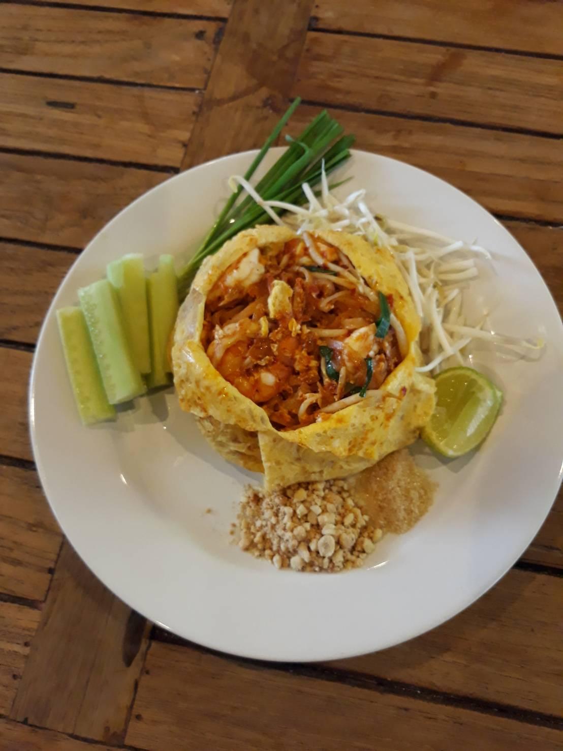 ครัวพระยาภูเก็ต-ผัดไทยห่อไข่