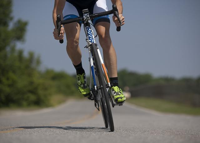 ปั่นจักรยาน ปวดเข่า อาการปวดเข่า อาการโรคปวดเข่า รักษาโรคปวดเข่า รักษาปวดเข่า การรักษาโรคปวดเข่า การรักษาปวดเข่า ป้องกันปวดเข่า ป้องกันโรคปวดเข่า