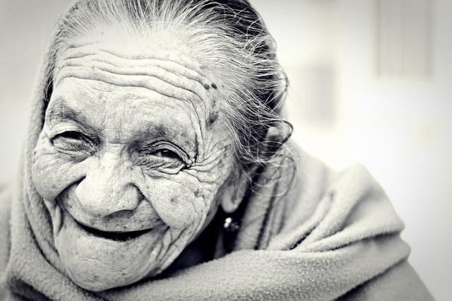 อายุมาก ปวดเข่า โรคปวดเข่า อาการปวดเข่า อาการโรคปวดเข่า รักษาโรคปวดเข่า รักษาปวดเข่า การรักษาโรคปวดเข่า การรักษาปวดเข่า ป้องกันปวดเข่า ป้องกันโรคปวดเข่า