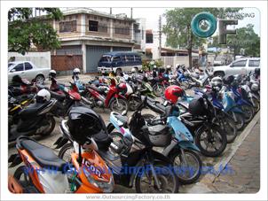 จักรยานยนต์ แมสเซ็นเจอร์ มาจอด รอประชุม