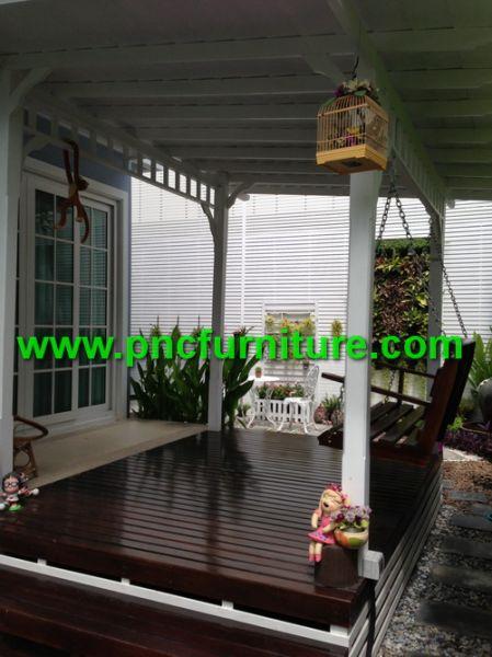 ที่นั่งเล่นข้างบ้าน ระแนงไม้สวยๆ ต่อเติมงานระแนง ซุ้มไม้ระแนง ชิงช้าสีขาว