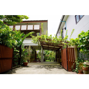 House with garden for rent in Sukhumvit 27-31