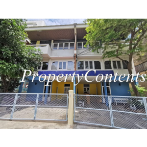 3STO-Semi-Detached House about 250 sq m. with 4 bedroom 4.5 bathroom, big balcony newly renovated good for residence or for home office for rent in Sathorn near Chong Nonsi BTS