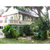 house 4 bedroom share pool for rent in Soi Ekamai