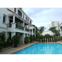 Townhouse in compound SUKHUMVIT 49 or 55