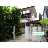 Single house 2 bedroom 1 study room with nice gaeden in Sukhumvit soi  21 to 31 near Skytrain or Subway