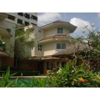 Cluster house in Soi Soonvijai  360 square meters, 4+1 Bedrooms, 5 bathrooms, separate maid room, private garden(50 sqm.). shared swimming pool with Jacuzzi 24 hours securities