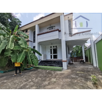 4 bedroom house in compoind near Phrom Phong BTS station