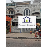 Townhouse 3 storey English decorated style with 3 bed, 4 bath, big living about 350 sq m. for rent in soi Yen arkat 10min drive to Lumphini park or Lumphini MRT Station