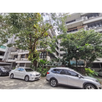 Low-rise Apartment Sukhumvit in Soi 18-26 with 2 bedroom, 1 bathroom, maid room and pation about 125 sq m.