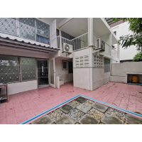 Newly renovated old style Semi-Detached house with 3 bedroom plus 2 room downstair for rent in Sukhumvit 63-71