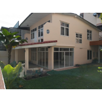 House for rent with garden good for home office in Ratchadapisek soi 3 behind China Embassy near Thailand Cultural Center MRT station