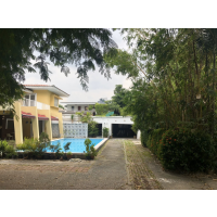 House 3 bedroom, 2.5 bathrooms unfurnished about 250 sq m. private swimming pool and a big garden for rent about 1.4 km. from Victory Monument BTS