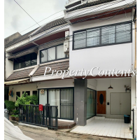 Renovated townhouse good for residence or Home office 2storey with 3 bed 3 bath about 170 sq m.for rent in Soi Thong Lo  - Ekamai