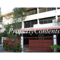 Townhouse used to be a hostel for rent about 280 sq m. with 5 bed 4 bathrooms in Sathorn 3 near Chong Nonsi BTS