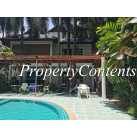 3 bedroom house share swimming pool in the secure compound near Ekkamai BTS