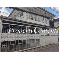 Single house or rent in Sukhumvit 49 about 160 sq m. with 3 bed 2 bathroom, no loose furniture just renovated used to be home office