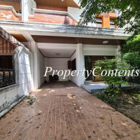 3.5-stories Home Office in Phaholyothin 7-9 with 3+1 bed about 350 sq m.,10 min walk to  Ari BTS station