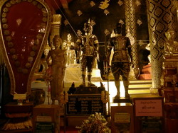 พระบรมรูปสมเด็จพระนเรศวรมหาราช สมเด็จพระเอกาทศรถเจ้า สมเด็จพระพี่นางสุวรรณเทวี