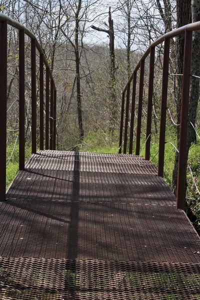 ตะแกรงเหล็กฉีกทำสะพาน