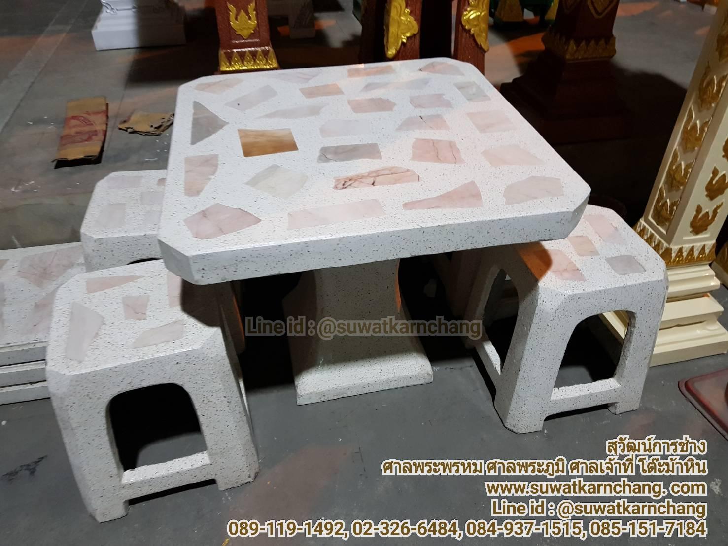โต๊ะทรงสี่เหลี่ยมเก้าอี้พลาสติก