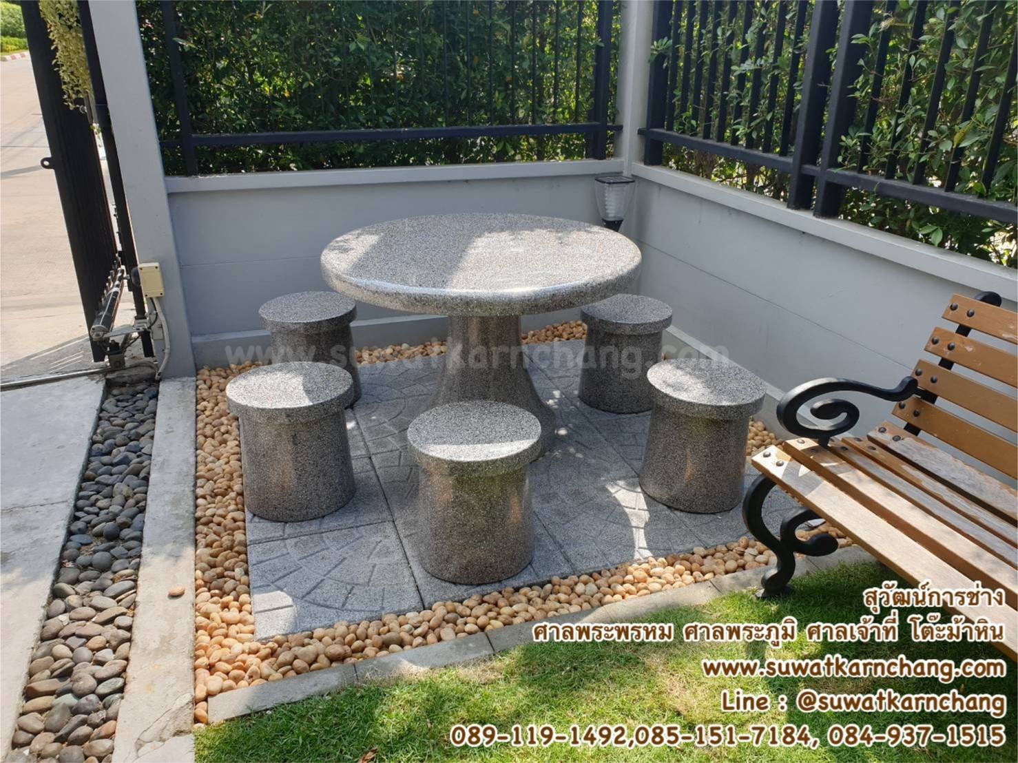 โต๊ะกลมดอกเห็ด หน้า 100 ซม. หินขัดสีเทาล้วน ตัวนั่ง 5 ตัว