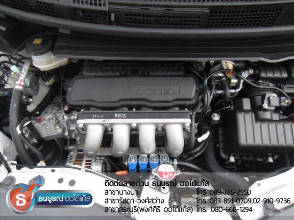 ภาพรวมเครื่องยนต์ Honda Freed ภายหลังการติดแก๊ส ผลงานการติดตั้งระบบแก๊สหัวฉีด LPG สำหรับรถ HONDA Freed 2012  ป้ายแดง กับชุด Fast-Tech Pro ของ ENERGY-REFORM  พร้อมถังโดนัท 42 ลิตรใต้ท้อง โดยธนบูรณ์ ออโต้แก๊ส