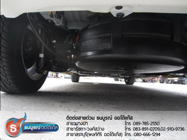 ถังโดนัทใต้ท้องรถ Freed และท่อเติมแก๊ส ผลงานการติดตั้งระบบแก๊สหัวฉีด LPG สำหรับรถ HONDA Freed 2012  ป้ายแดง กับชุด Fast-Tech Pro ของ ENERGY-REFORM  พร้อมถังโดนัท 42 ลิตรใต้ท้อง โดยธนบูรณ์ ออโต้แก๊ส
