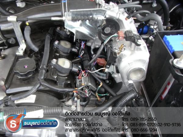 ตำแหน่งติดตั้งหัวฉีด (Injector) 4 สูบภายในห้องเครื่องยนต์Mitsubishi Pajero Sport 2400 cc. ป้ายแดง กับชุด Advanced-OBD 4 สูบ ของ ENERGY-REFORM พร้อมถังโดนัท  51  ลิตร ใต้ท้องรถ โดยธนบูรณ์ ออโต้แก๊ส