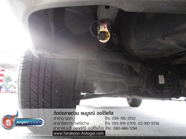 หัวเติมแก๊ส และท่อเติมแก๊สที่ใต้ท้อง ตัวอย่างผลงานการติดตั้งระบบแก๊สรถ Mazda Tribute 2300cc ติดแก๊ส LPG หัวฉีด ชุด Prins VSI อุปกรณ์นำเข้าจากเนเธอร์แลนด์ ติดถังโดนัท Metal Mate 52ลิตร พร้อมมัลติวาล์ว Energy Reformโดย ธนบูรณ์ ออโต้แก๊ส
