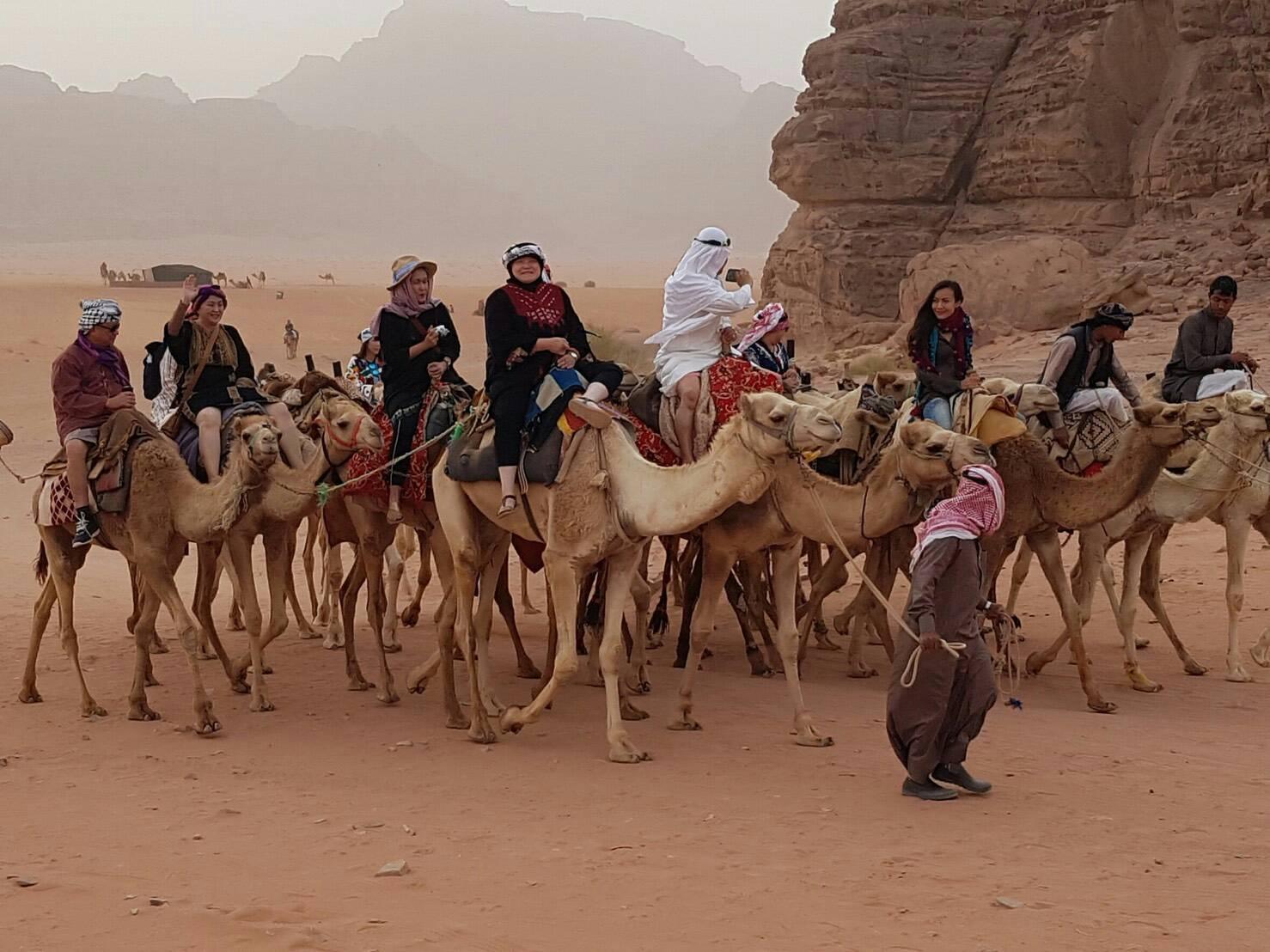 ขี่อูฐ ในทะเลทราย วาดิรัม